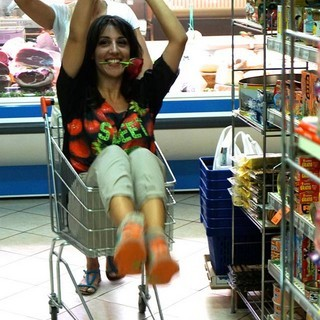 """Il videoclip """"Negozi in Paese Casoli"""" spopola sul web – FOTO / VIDEO"""