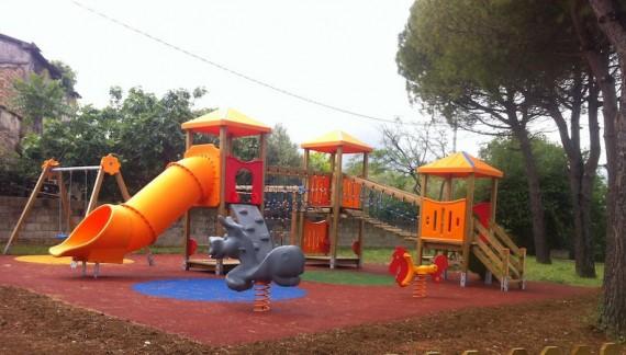 Treglio inaugura il parco giochi rinnovato su richiesta del consiglio comunale baby