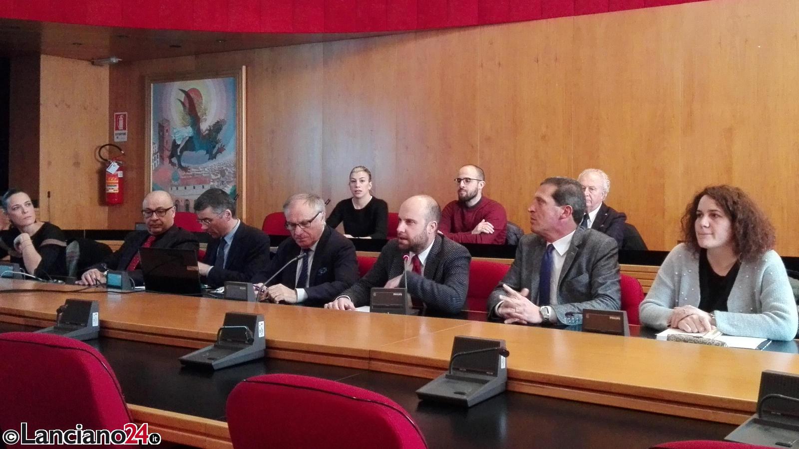 Il sindaco Pupillo con assessori e consiglieri stamani in sala giunta