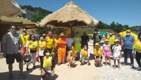 Fossacesia, i volontari puliscono la spiaggia della Fuggitella