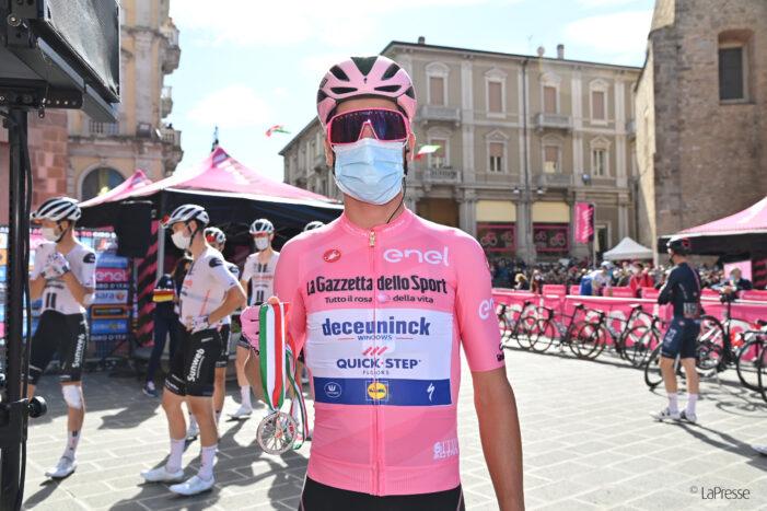 Giro d'Italia, consegnati i gioielli Evol delle sorelle Cerrone ai 4 vincitori di tappa